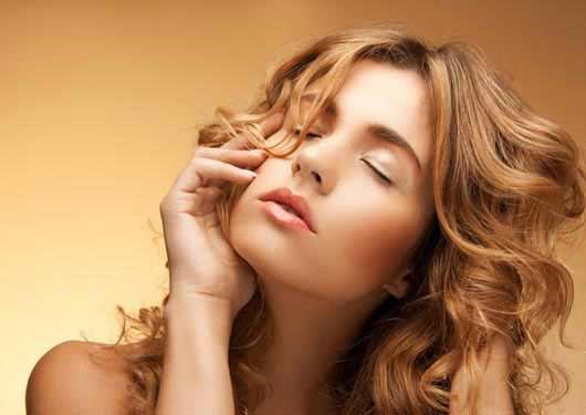 Wellige Haare stylen